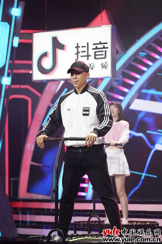 谷智鑫助阵《天天向上》    分享健身心得大展球技资讯生活